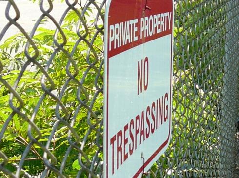 05-10-2012 - Animal print capris - no trespassing sign